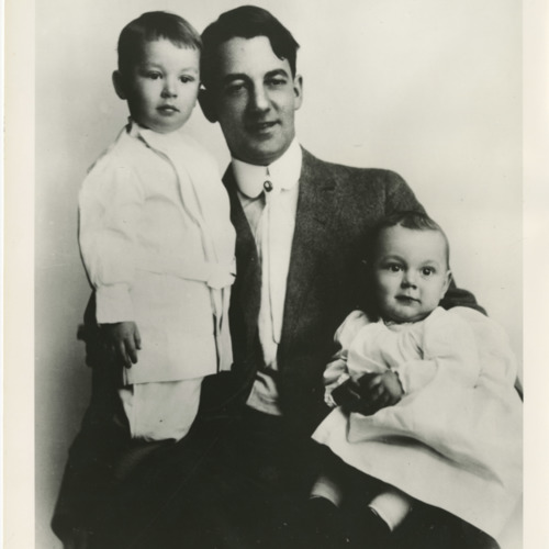 Photograph of Sherwood Anderson with sons, Robert and John, c.1909  (Ms1973-002)